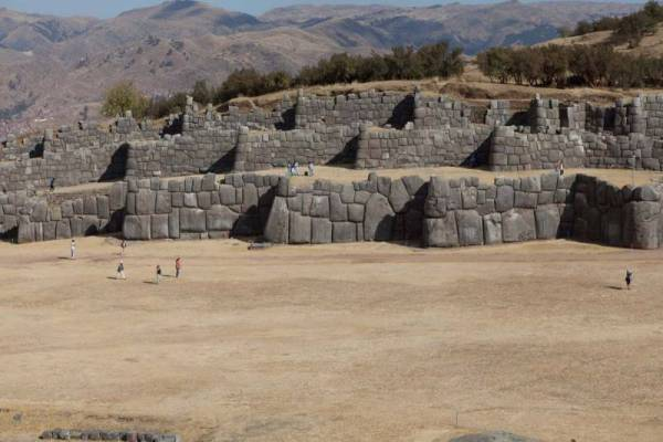 Saksaivamano akmens sienos