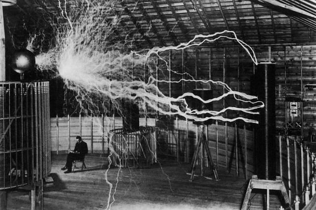 N.Tesla užsidirbo pinigų ir pastatė keletą fabrikų